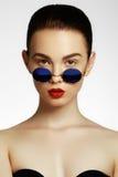 Schönheitsporträt der schönen Brunettemodellfrau Stockfotos