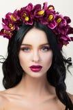 Schönheitsporträt des jungen hübschen Brunettemädchens Lizenzfreie Stockfotografie