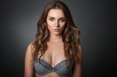 Schönheitsporträt eine Frau im BH Lizenzfreies Stockbild