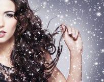 Schönheitsporträt einer jungen und attraktiven Frau Lizenzfreie Stockbilder