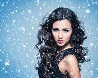 Schönheitsporträt einer jungen und attraktiven Frau Stockbilder