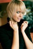 Schönheitsporträt einer schönen jungen blonden Frau Stockfotos