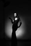 Schönheitsporträt in voller Länge der Frau im Retrostil Addieren Sie Geräusche a Lizenzfreies Stockbild