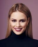 Schönheitsporträt von Blondinen Stockfotografie