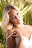 Schönheitsportrait einer blonden Frau Stockbilder