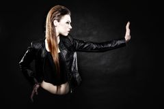 Schönheitspunkmädchen im Leder, Nebenkultur Stockfoto