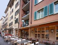 Schüchtern Sie Skulptur auf Balkon des Hotels Adler in Zürich ein Stockfotos