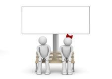 Schüchterne Paare auf einer Bank mit copyspace Stockfotos