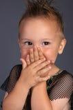 Schüchterner Junge lizenzfreie stockfotos