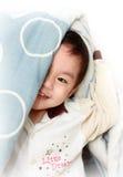 Schüchterner kleiner Junge Stockbilder