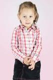 Schüchternes kleines Mädchen lizenzfreies stockbild
