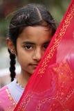 Schüchternes moslemisches Mädchen Stockfoto