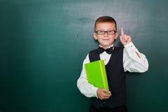 Schüler auf Klassenzimmerbrett Stockbilder