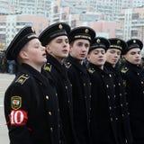 Schüler der Navigationsschule bereiten sich für die Parade am 7. November im Roten Platz vor Stockfoto