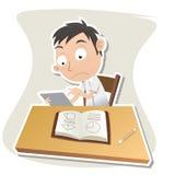 Schüler, der Tablette beim Studieren verwendet Lizenzfreie Stockbilder