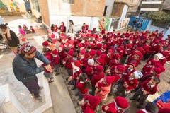 Schüler während der Tanzstunde in der Grundschule Stockbild