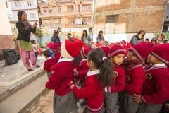 Schüler während der Tanzstunde in der Grundschule Lizenzfreies Stockfoto