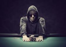Schürhakenspieler, der all-in geht Lizenzfreie Stockfotografie