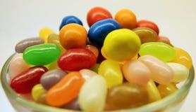 Schüssel der farbigen Süßigkeit Stockfotografie