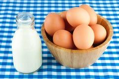 Schüssel Eier lizenzfreie stockfotografie
