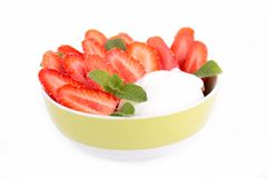 Schüssel Erdbeere und Jogurt Lizenzfreies Stockfoto