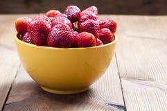 Schüssel Erdbeeren stockfoto