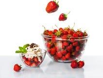 Schüssel Erdbeeren Lizenzfreie Stockfotografie