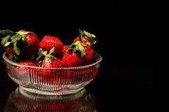 Schüssel Erdbeeren Lizenzfreie Stockbilder