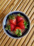 Schüssel Erdbeeren Lizenzfreies Stockfoto