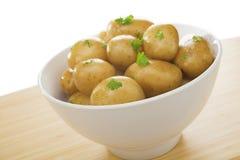 Schüssel Frühkartoffeln stockbilder