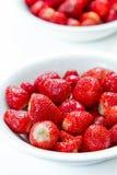Schüssel frische Erdbeeren Lizenzfreie Stockbilder
