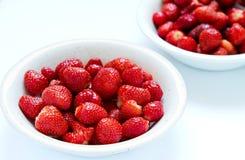 Schüssel frische Erdbeeren Stockbild
