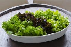 Schüssel frischer Salat Stockfoto
