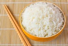 Schüssel gekochter Reis Stockbild