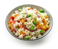 Schüssel gekochter Reis mit Gemüse Stockfoto