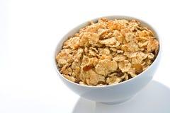 Schüssel Getreide mit Rosinen und Milch Stockbild