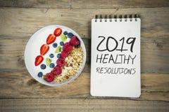 Schüssel Getreide mit Text von 2019 gesunden Beschlüsse lizenzfreie stockfotos