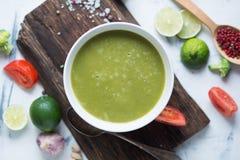 Schüssel grüne Suppe Lizenzfreie Stockfotos