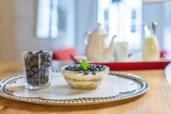 Schüssel Granola zum Frühstück Stockbild