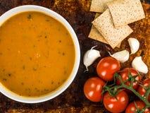 Schüssel Karotten-und Koriander-Suppe Lizenzfreies Stockbild