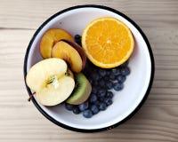 Schüssel mit Früchten Lizenzfreie Stockfotografie