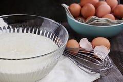 Schüssel Pfannkuchen-Teig Stockfotografie