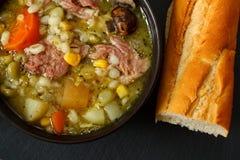 Schüssel selbst gemachte Suppe lizenzfreie stockfotos