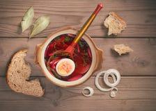 Schüssel Suppe in der ländlichen Art Lizenzfreie Stockbilder
