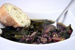 Schüssel Suppe mit Brot Stockbild