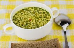 Schüssel Suppe und Brot Stockfotos