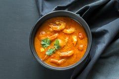 Schüssel thailändischer gelber Curry mit Meeresfrüchten Stockfotografie