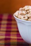 Schüssel von Cheerios lizenzfreie stockfotos