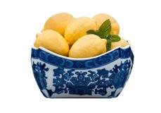 Schüssel Zitronen lizenzfreie stockfotografie