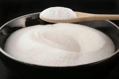 Schüssel Zucker mit Löffel Lizenzfreies Stockfoto